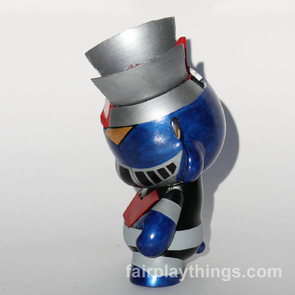 Mazinger - side view